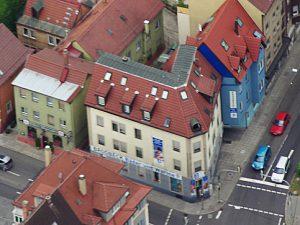 Brodbeck am Eck in der Gablenberger Haupstr.2 mit dem angrenzenden blauen Haus Wagenburgstraße 140 in dem sich ebenfalls Lager- und Büroräume befinden.
